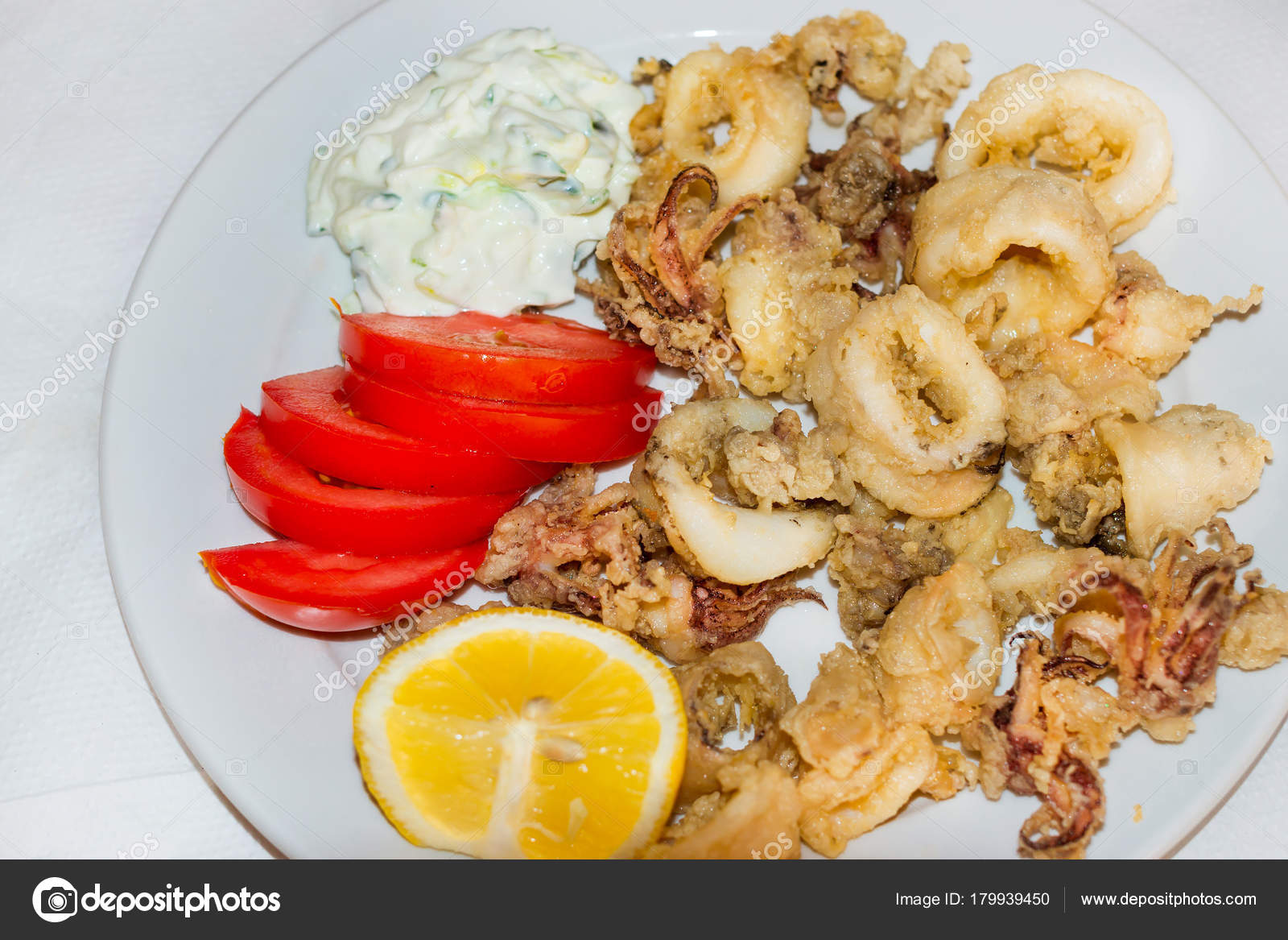 Anelli di calamari fritti. Cucina di mare. Creta, Grecia — Foto ...