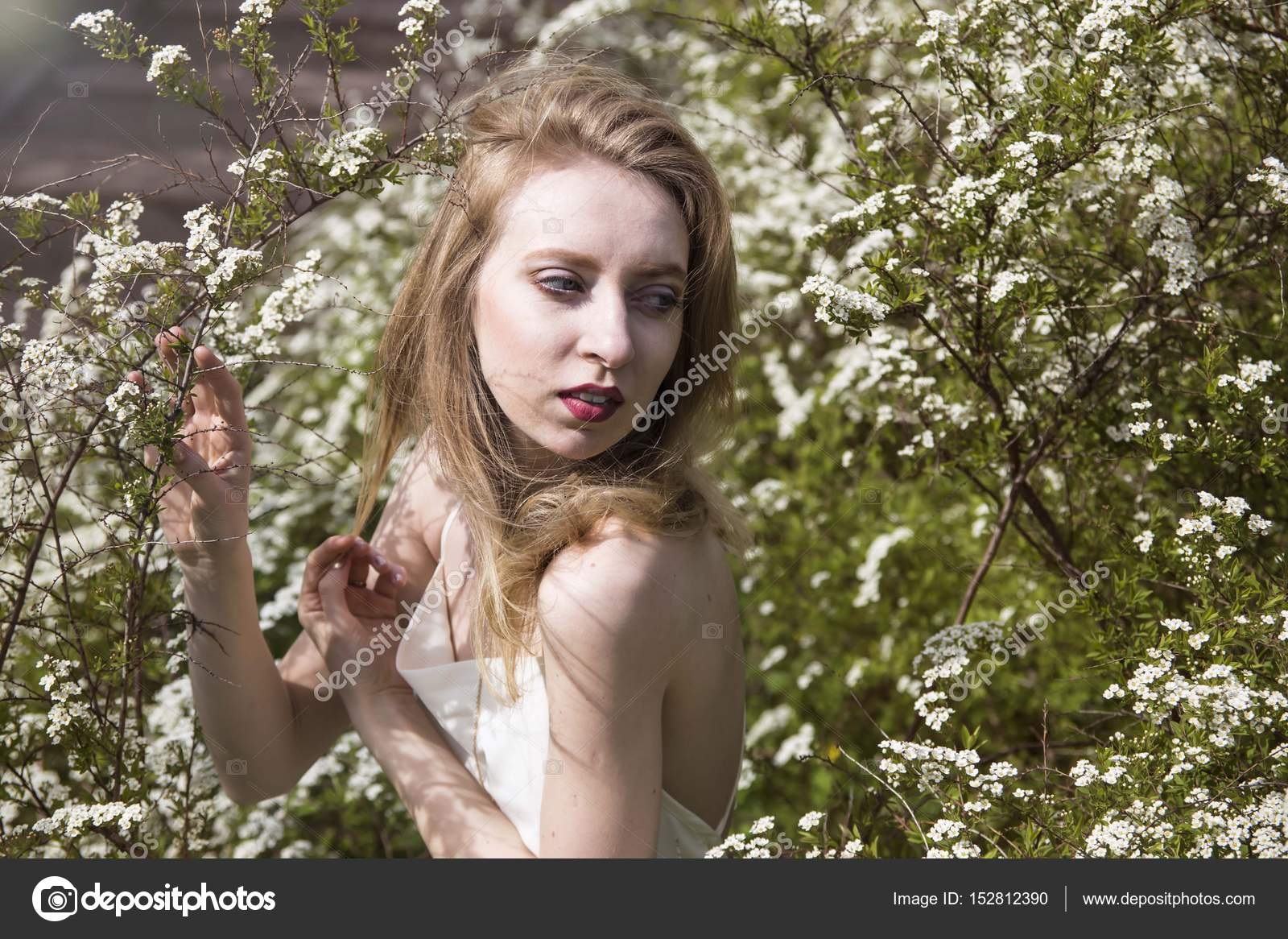 Spring Outfit girl onion with blond hair in the garden — Stock Photo ...