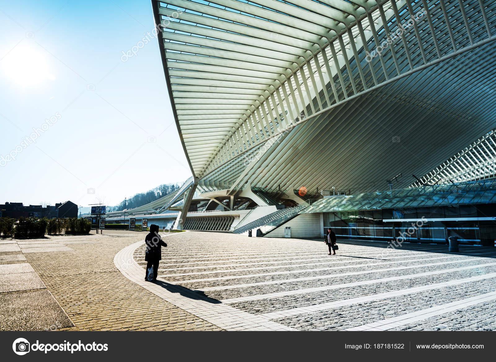 Berühmte Architektur lüttich belgien februar 2018 berühmte architektur bahnhof liège
