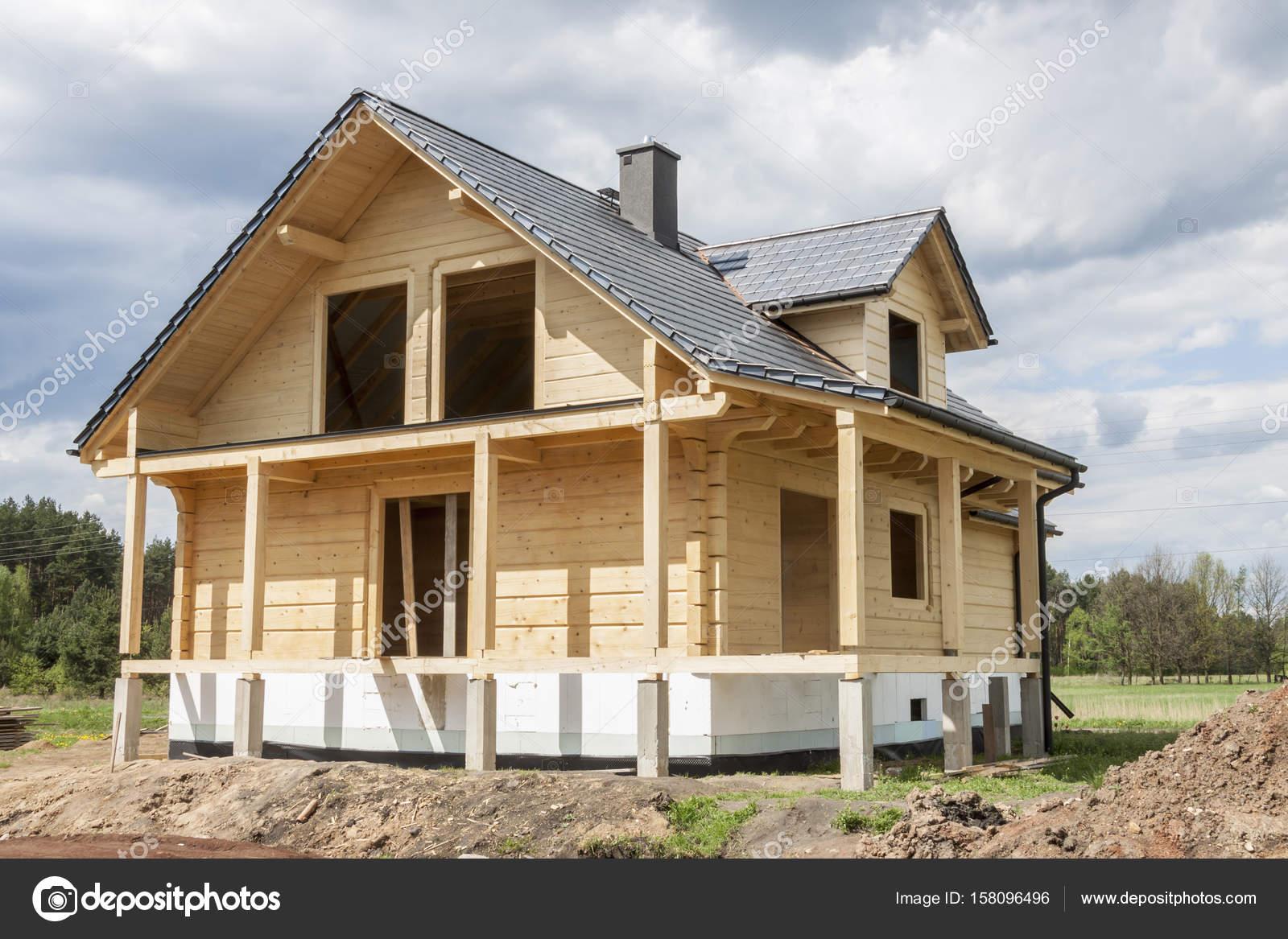 Tetto in legno casa affiancata — Foto Stock © tomasz_parys #158096496