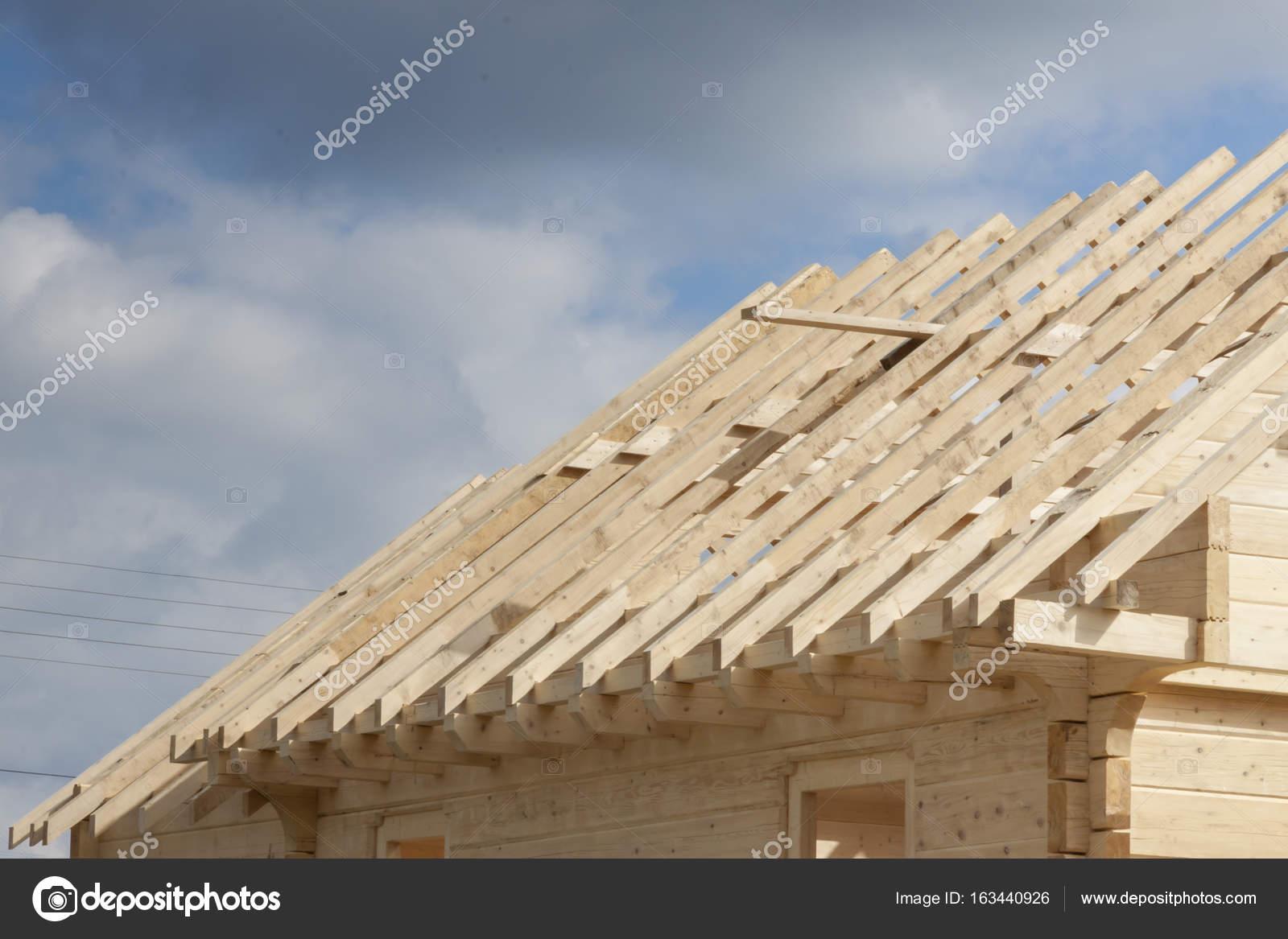Viga madera de encuadre — Foto de stock © tomasz_parys #163440926