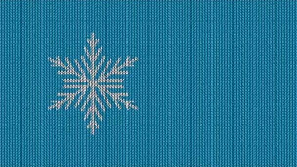 Modré pozadí pletené textury se sněhovou vločkou. Záznam ze smyčky. Slavnostní, zimní, nový rok, vánoční zázemí. Prostor pro text. 4k.