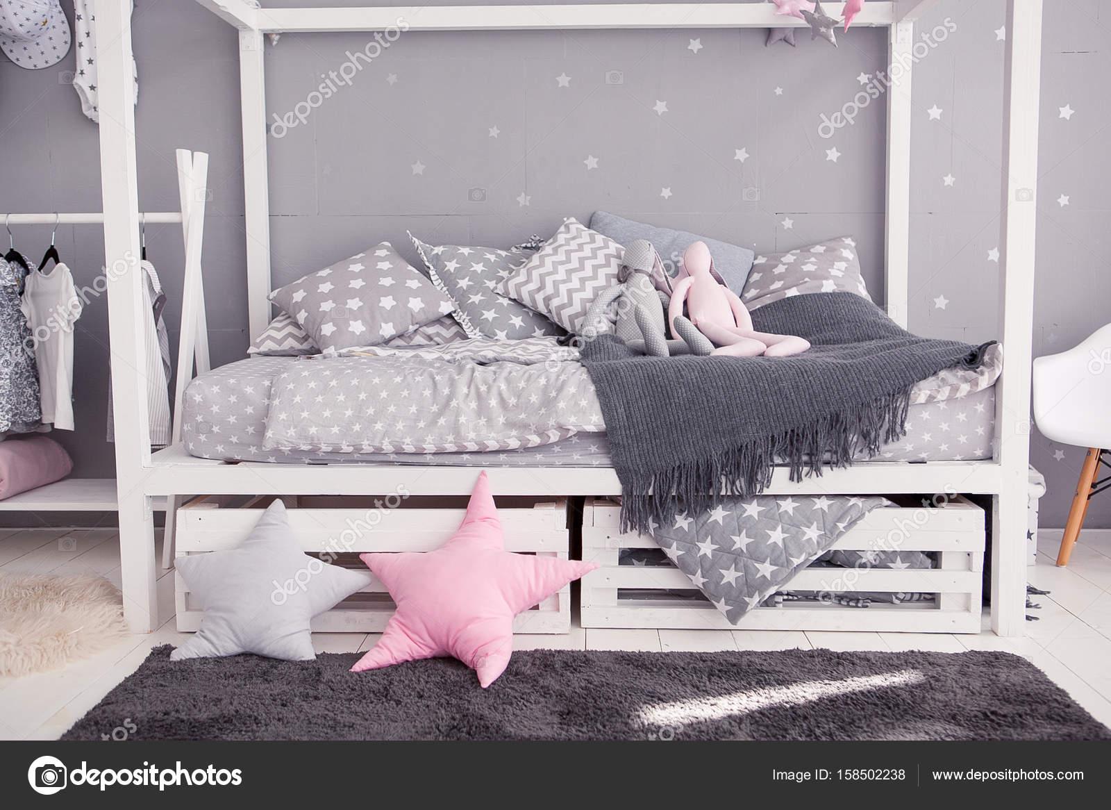 Accessori Per Camera Da Letto Bianca : Camera da letto accogliente per bambini in stile scandinavo con