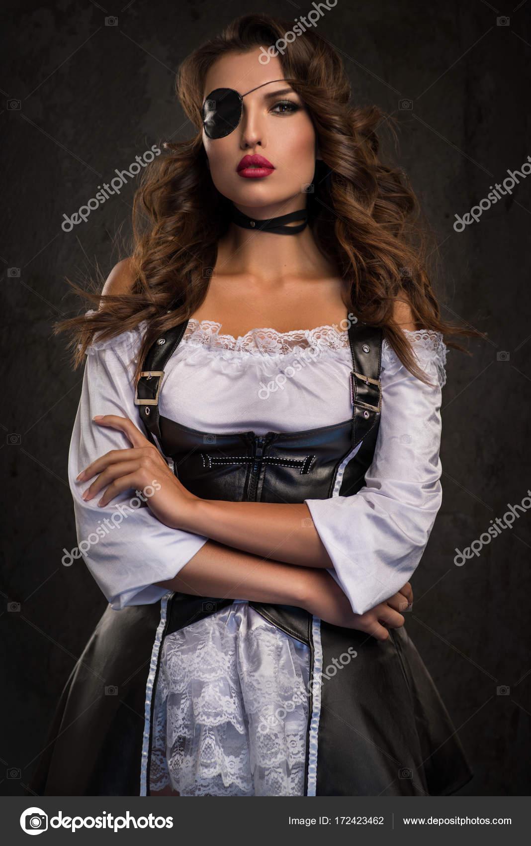 Frau Pirat Mit Augenklappe Stockfoto Flexdreams 172423462