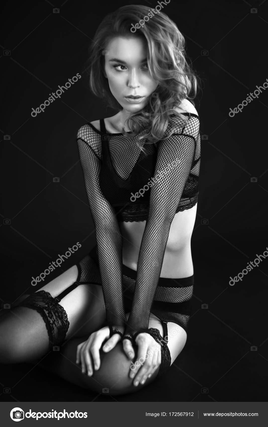 watch 79453 39a38 Frau in schwarz Retro-Dessous — Stockfoto © FlexDreams ...