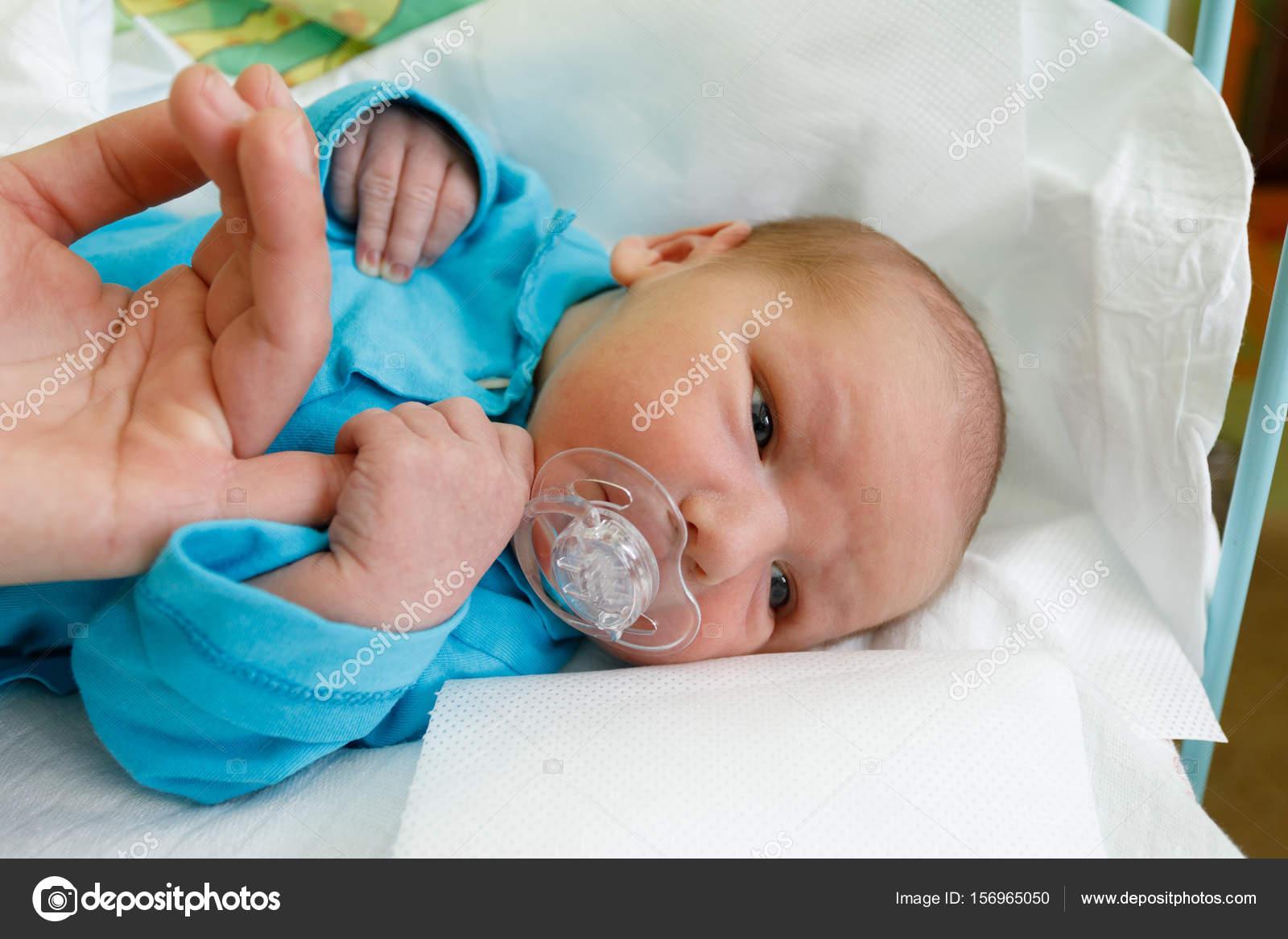 Neugeborenes Kind Im Krankenhaus Stockfoto Artush 156965050