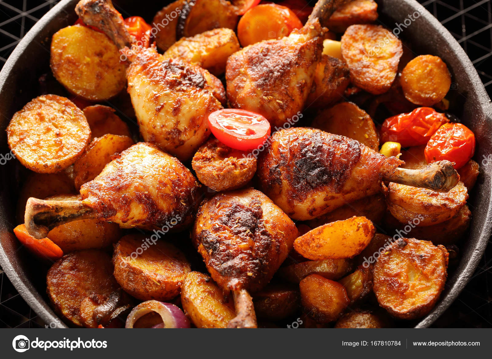 Fırında pişmiş tavuk - kokulu ve lezzetli