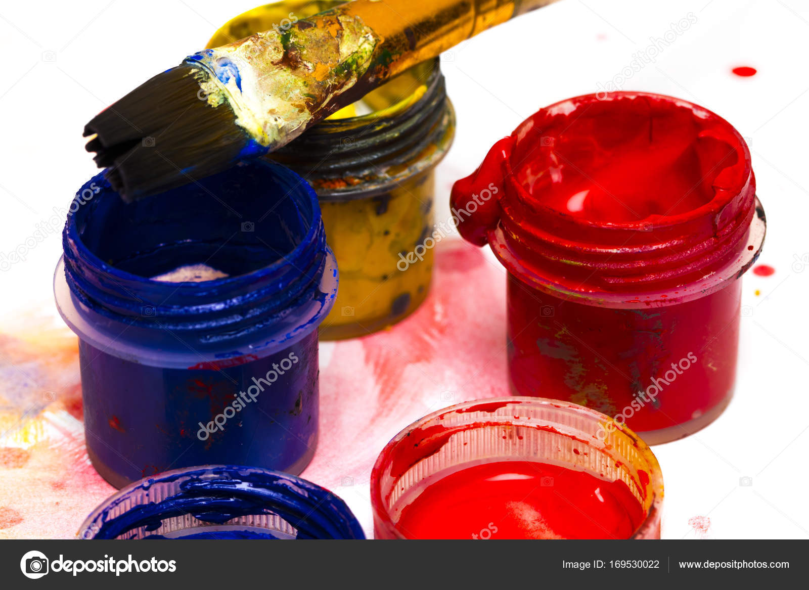 Akvarelu Barvy Umelecke Stetce A Bile Listy Papiru Pro Dra Stock