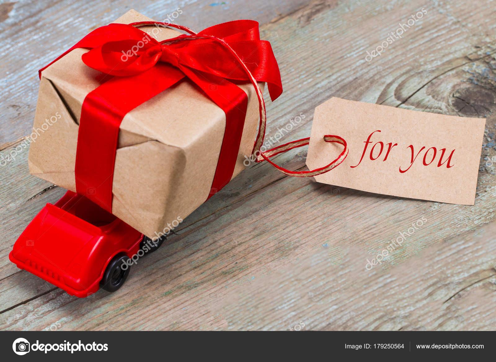 Livraison Pour Cadeau La Boîte Rouge Voiture Saint Jouet Valentin dCoxWBre