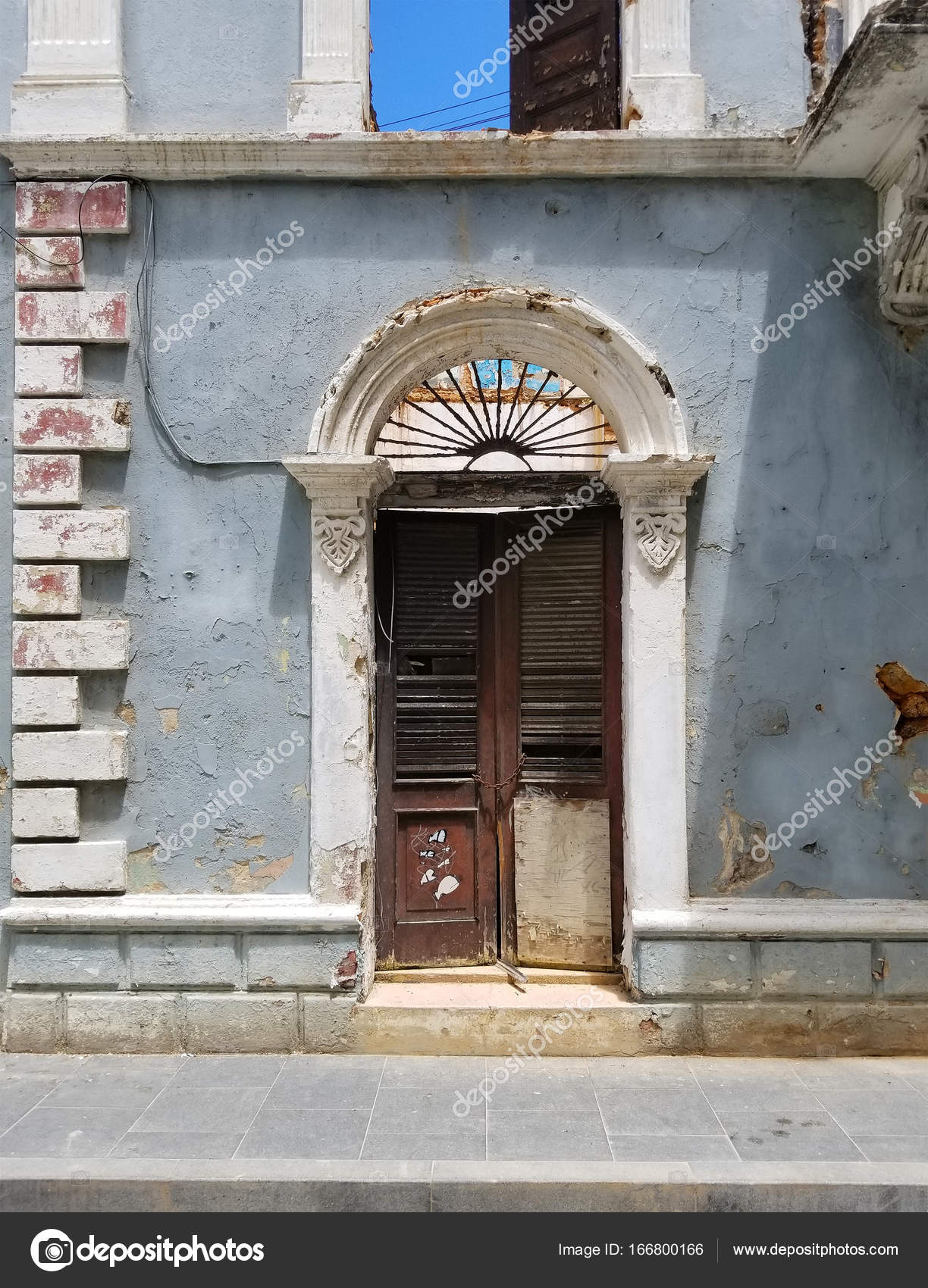 Charming Old Spanish Door With A Door Knocker In San Juan, Puerto Rico. U2014  Photo By Alexmillos