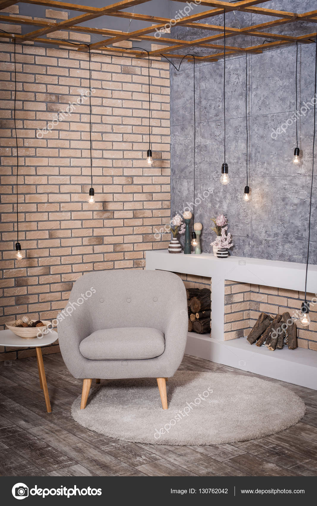 Zeitgenössisches Design des Wohnzimmers. Loft Stil Kamin — Stockfoto ...