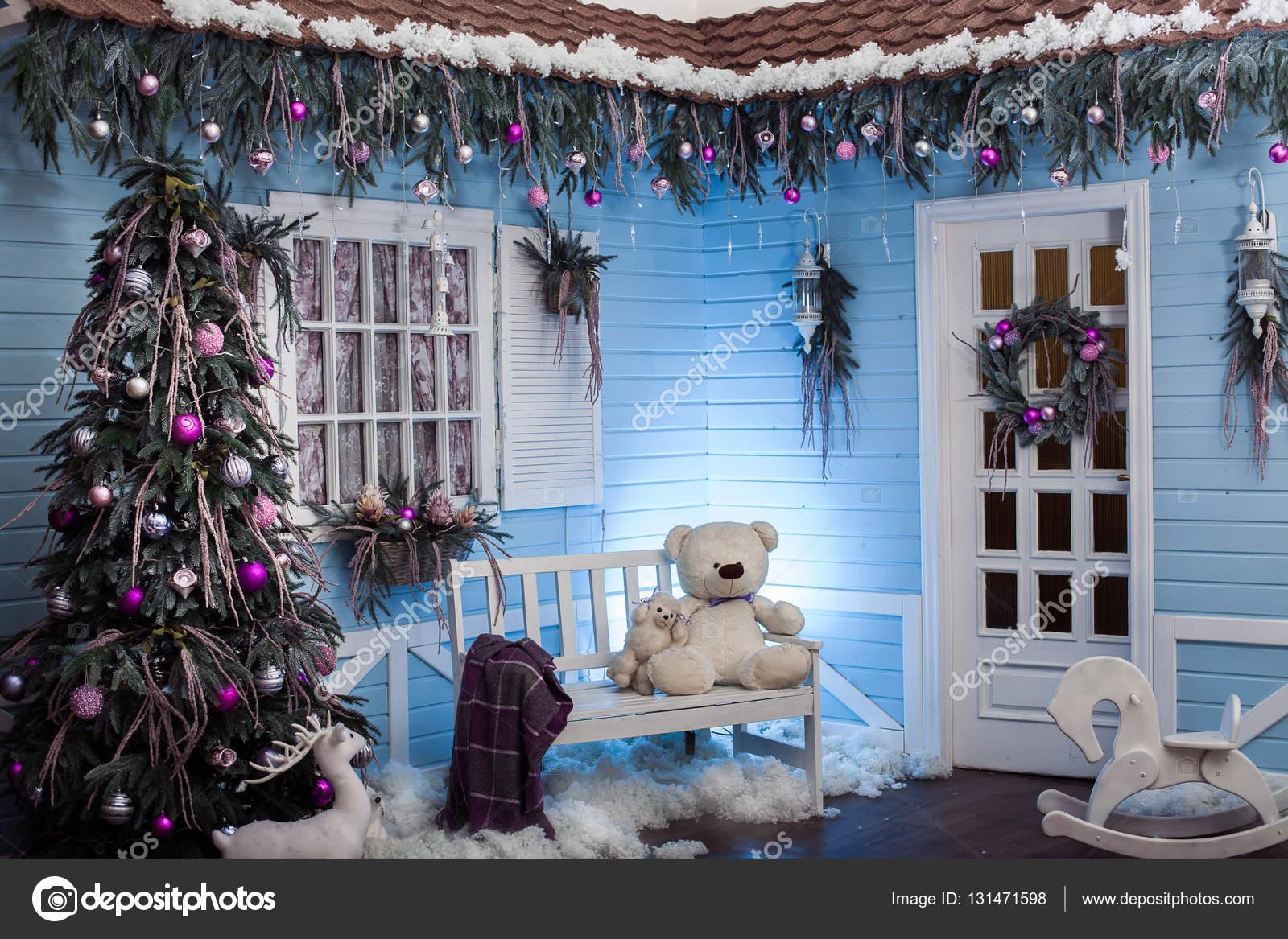 Decorazioni Natalizie Esterno Casa.Esterno Di Inverno Di Una Casa Di Paese Con Decorazioni Di Natale In