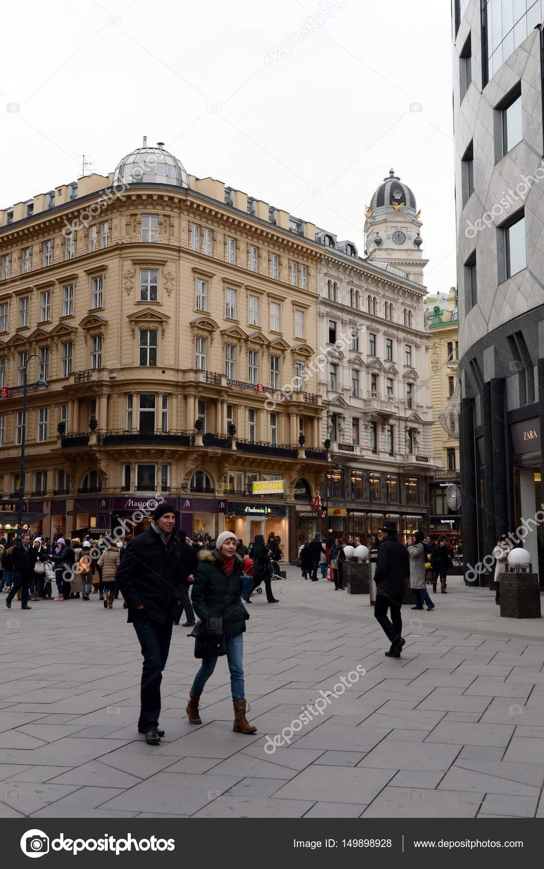 Tourists And Residents Of Vienna In The City Center Stock