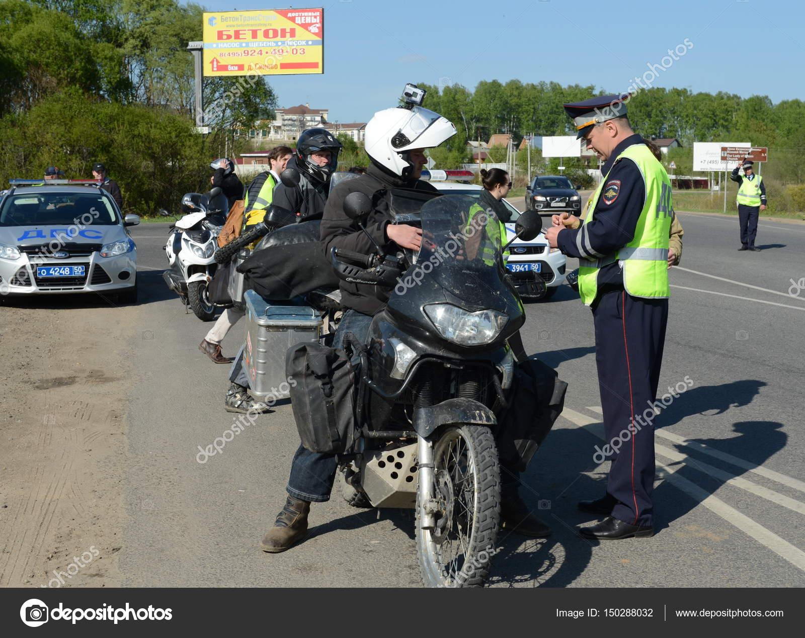 Empleados del servicio de policía de tráfico control de ...
