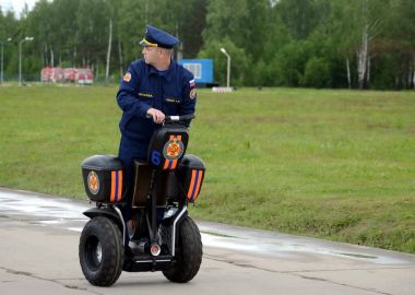 Officer of the Ministry for Emergencies on the Segway at the International Salon