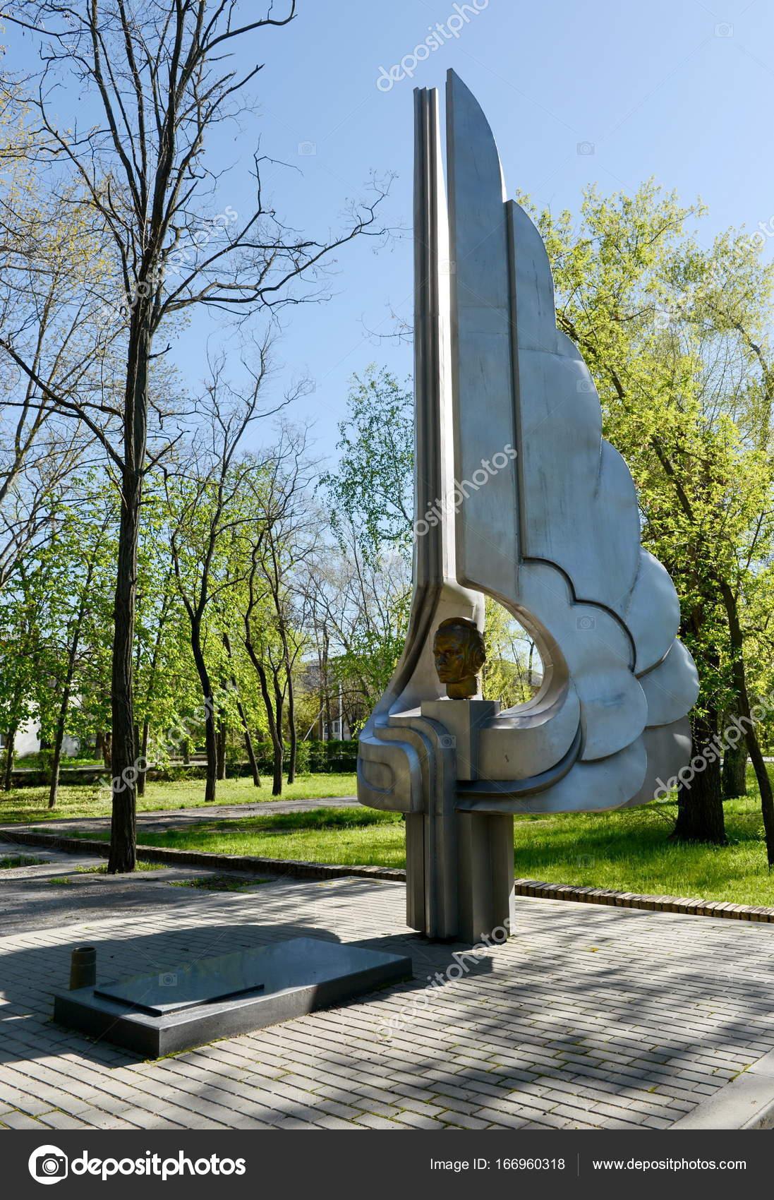 Где можно заказать памятник к Волгодонск изготовление памятников калининград йошкар ола