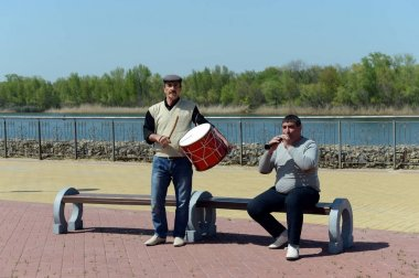 Musicians on the waterfront of the don river.