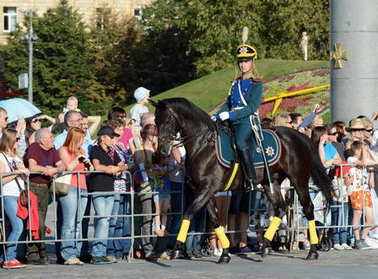 The cavalry honorary escort of the Presidential Regiment and the Kremlin Riding School on Poklonnaya Hill performs in honor of the national flag holiday.