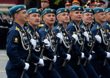Cadets of the Ryazan airborne command school. V. Margelov at the dress rehearsal of parade on red square.
