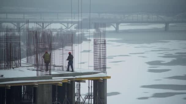 Lidé pracující na stavební objekt