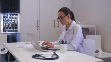 Видео в кабинете женского врача фото 506-130