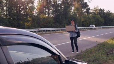 girl get town hitch-hiking