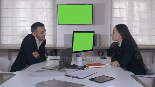 Porträt-glücklich offene Business-Team bei der Arbeit in der Tageszeit