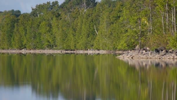 Kanadischer See im Sommer