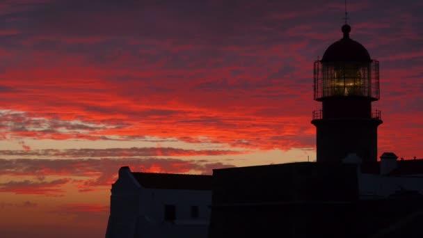 Leuchtturm in Portugal bei Sonnenuntergang