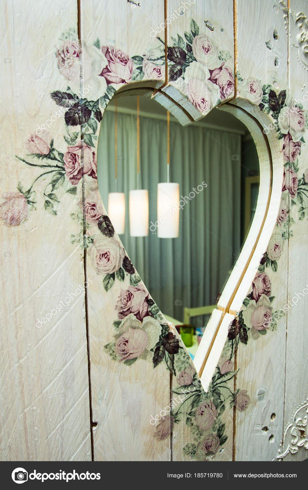 Cornice Specchio Fai Da Te.Specchio Con Cornice In Legno Di Fai Da Te A Forma Di Cuore Decorato