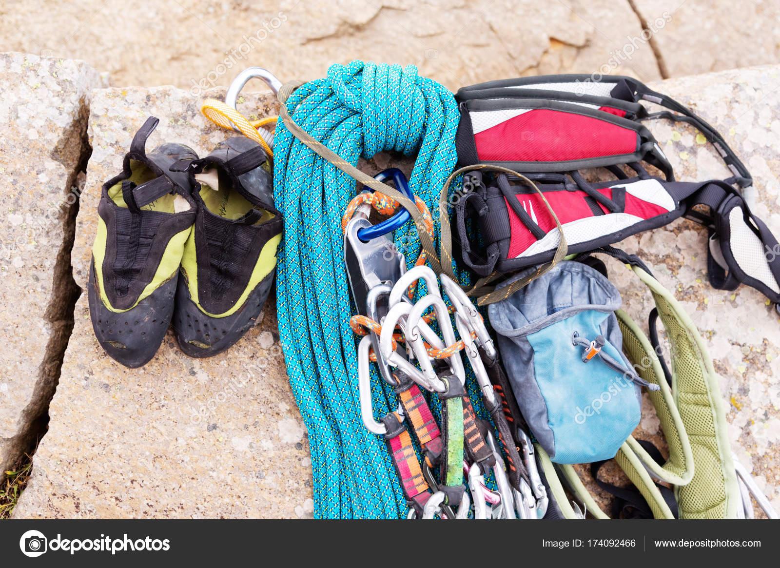 Kletterausrüstung Essen : Kletterausrüstung seil und karabiner blick von der oberen