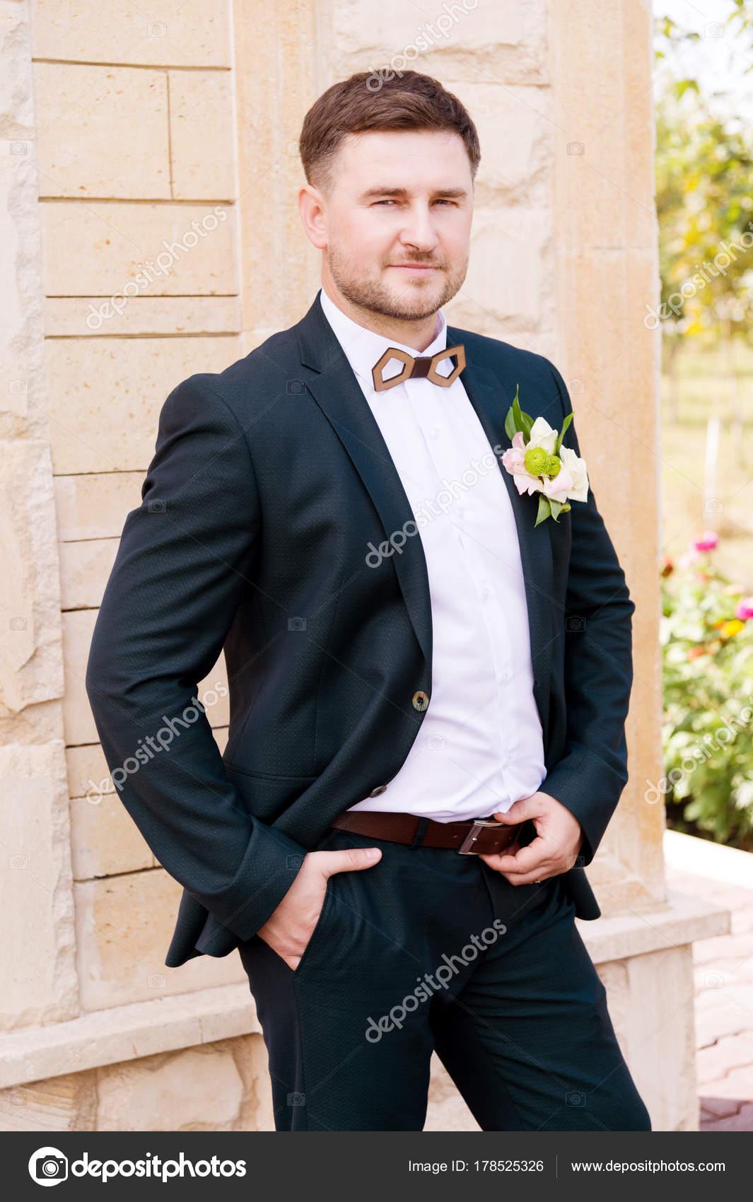 Ritratto di sposo una e blu barbuto vestito in un uno hipper Ow4wqFrpR