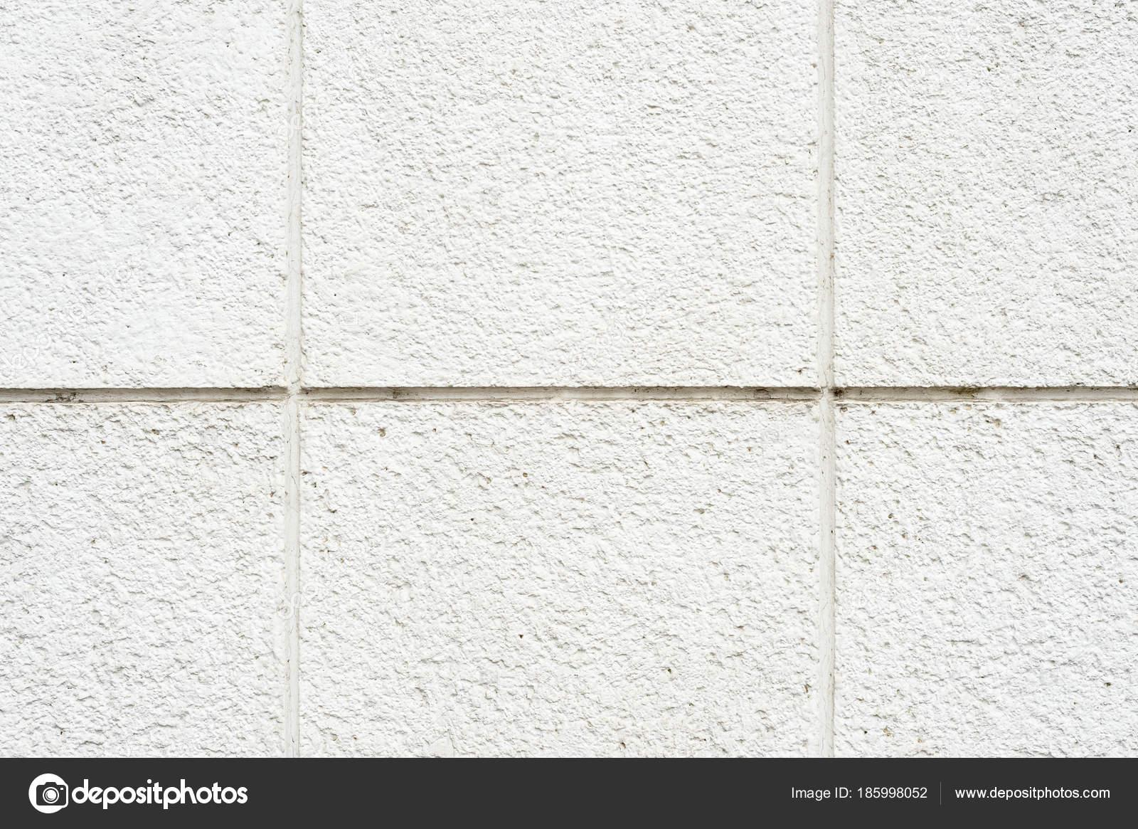 Stenen Muur Wit : Diepe textuur van een wit geschilderde poreuze steen op de gevel van