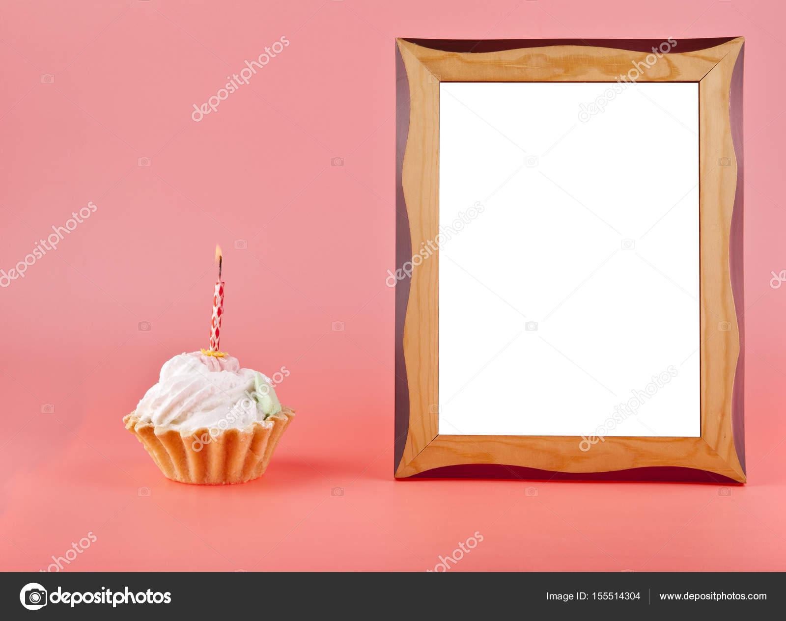 Kuchen mit Fotorahmen — Stockfoto © valzan #155514304