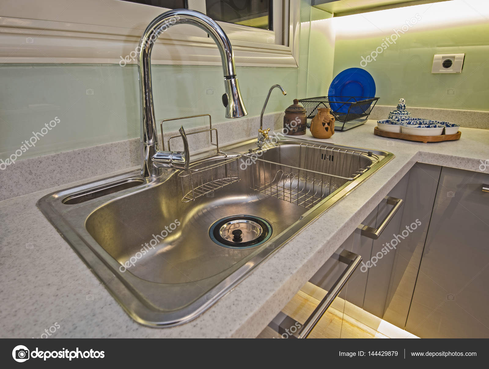 Küche Interior Design Luxus Apartment Metall Spüle — Stockfoto ...