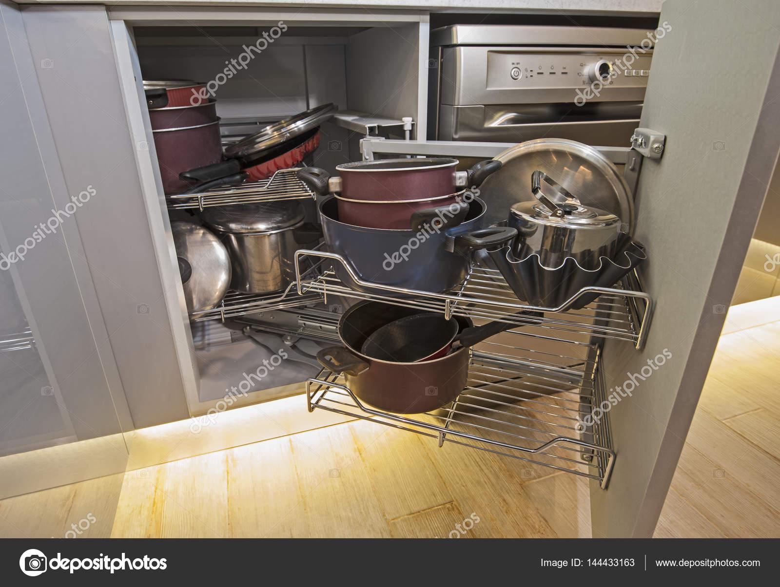 Küche Innenarchitektur Ecke Schrank detail — Stockfoto © paulvinten ...