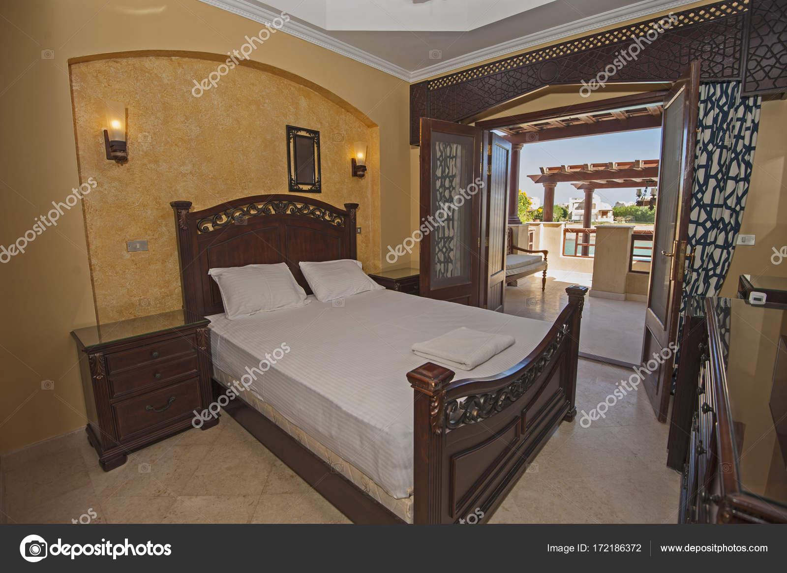 Interior design camera da letto matrimoniale in una casa con ...
