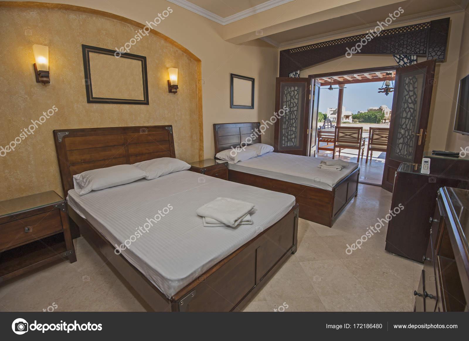 Inneneinrichtung der Zimmer im Haus mit Blick aufs Meer — Stockfoto ...