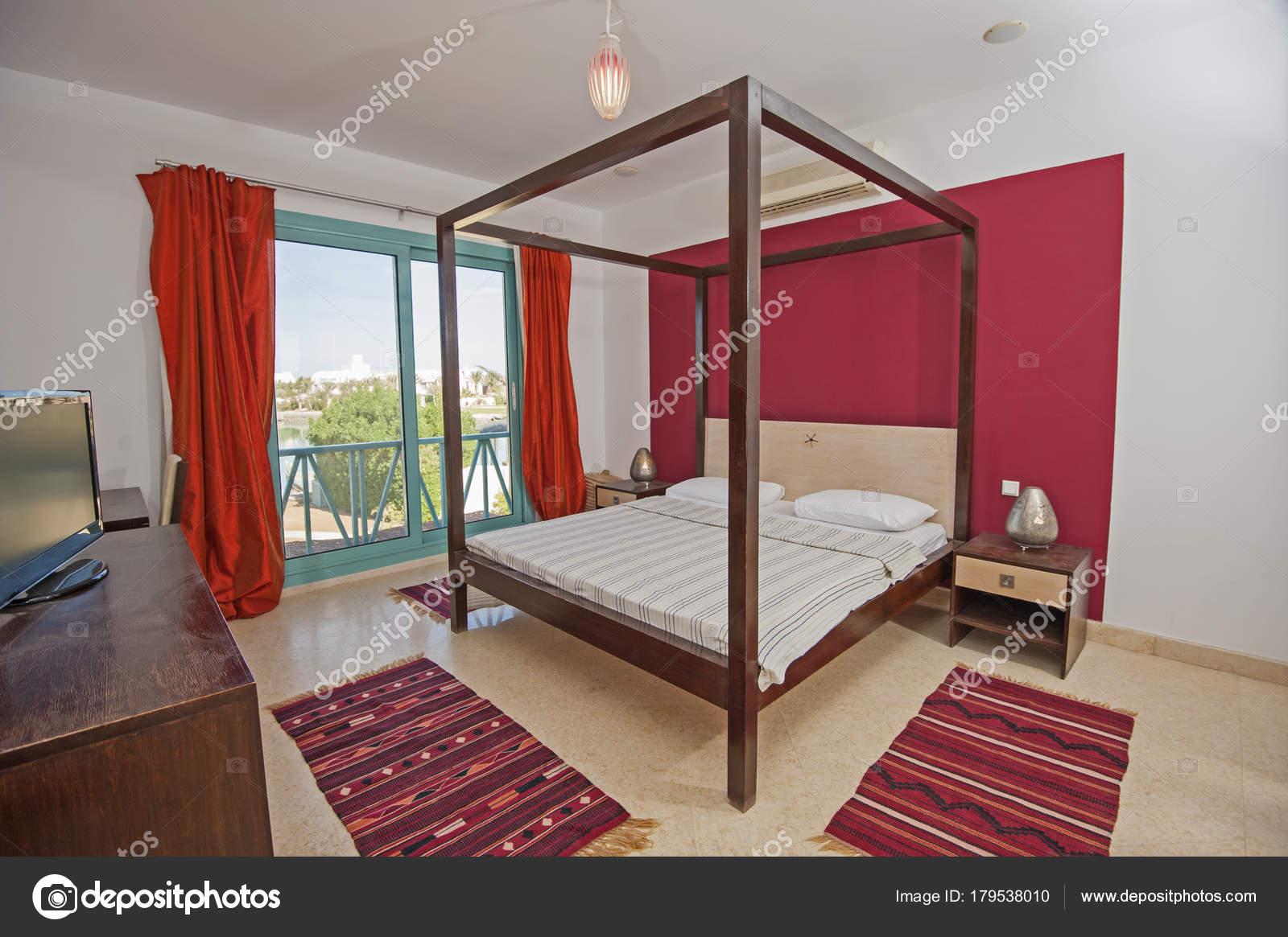 Inneneinrichtung der Zimmer im Haus — Stockfoto © paulvinten #179538010