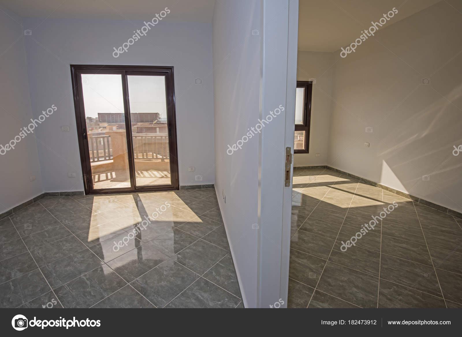 Décoration intérieure design de luxe moderne voir inachevé vide la maison appartement image de