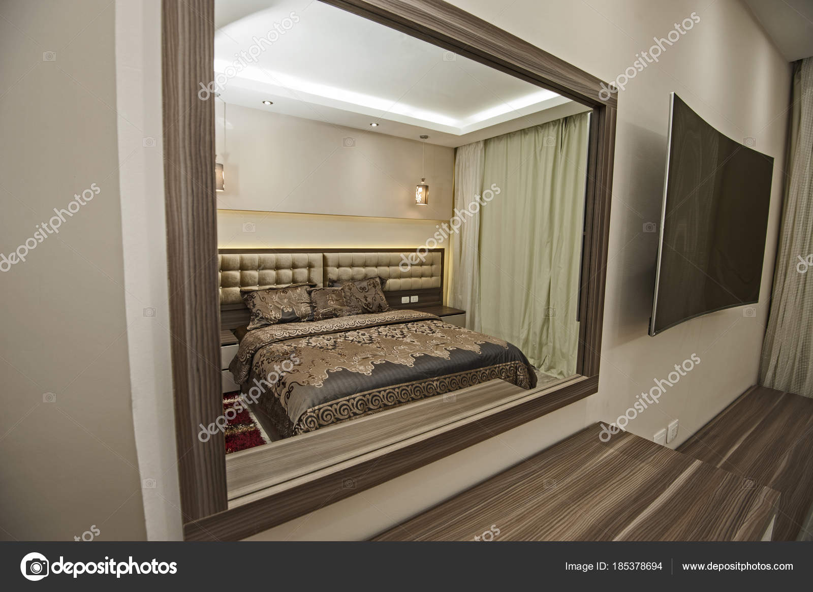 Slaapkamer Huis En Inrichting.Interieur Van Slaapkamer In Huis Stockfoto C Paulvinten 185378694