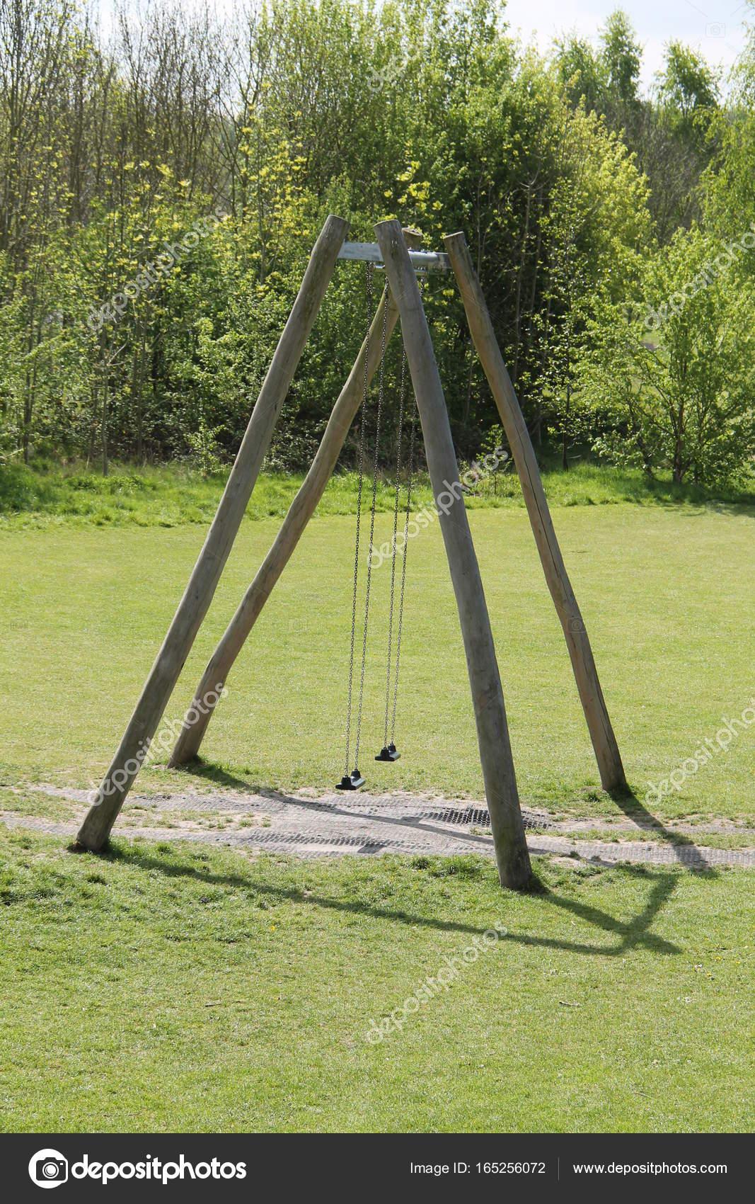 Columpios para niños juego — Foto de stock © daseaford #165256072