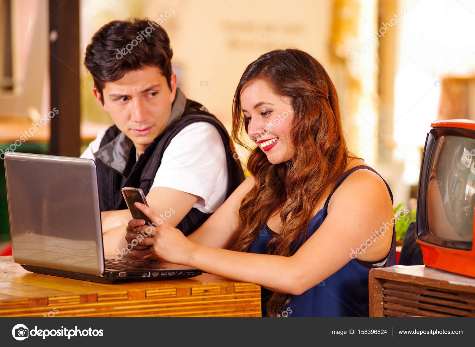 Fragen, die Ihre Freundin während der Datierung zu fragen