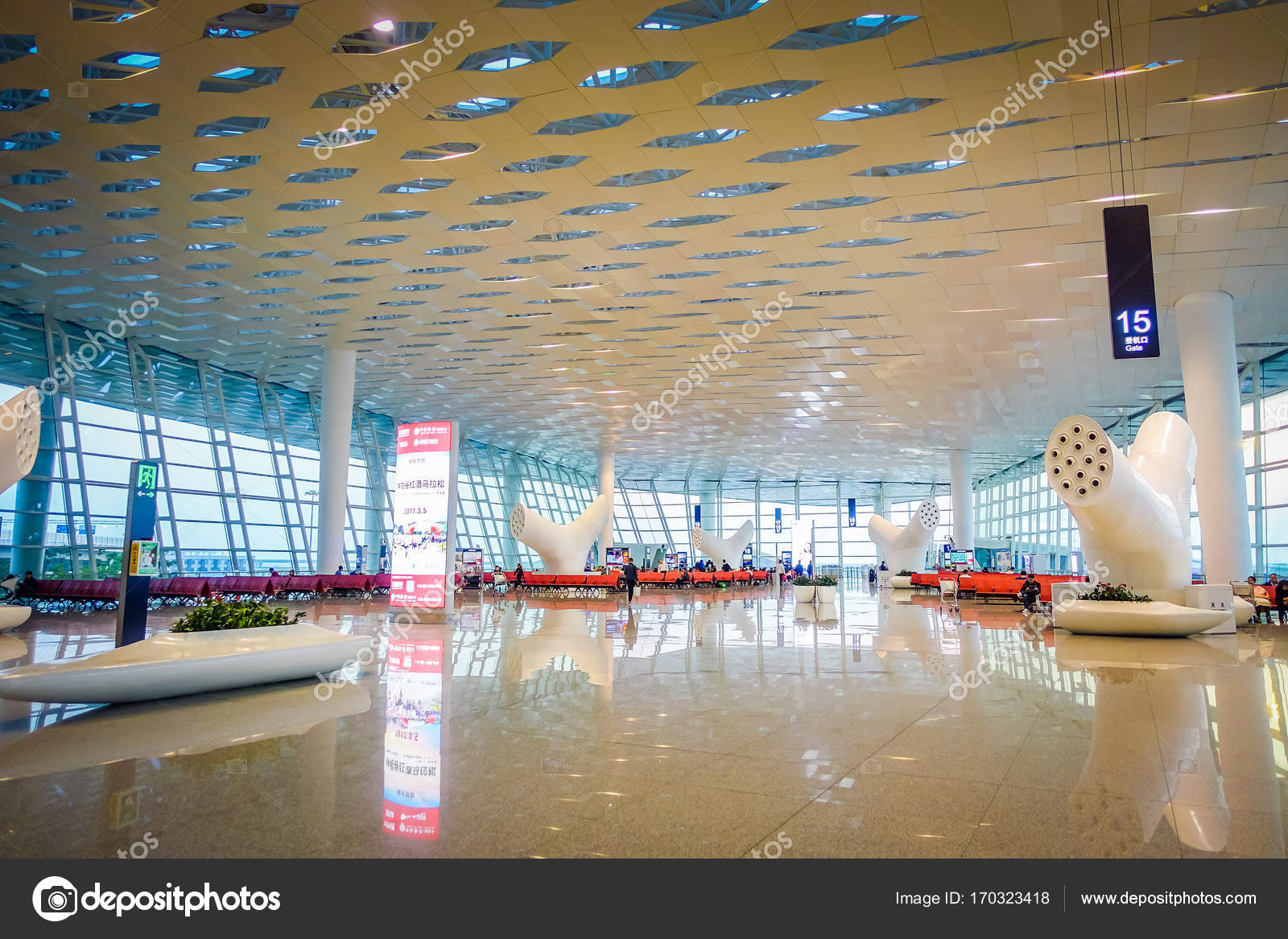 Shenzen, China - 29. Januar 2017: im Flughafen terminal Gate-Bereich ...