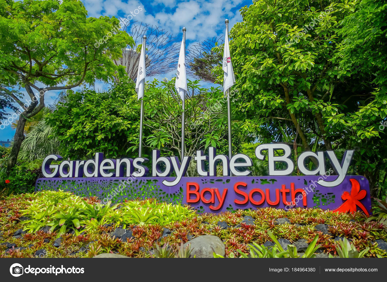 SINGAPORE, SINGAPORE   JANUARY 30, 2018: Informative Sign In Day View Of  Entrance To Gardens By The Bay In Singapore. Spanning 101 Hectares, And  Five Minute ...