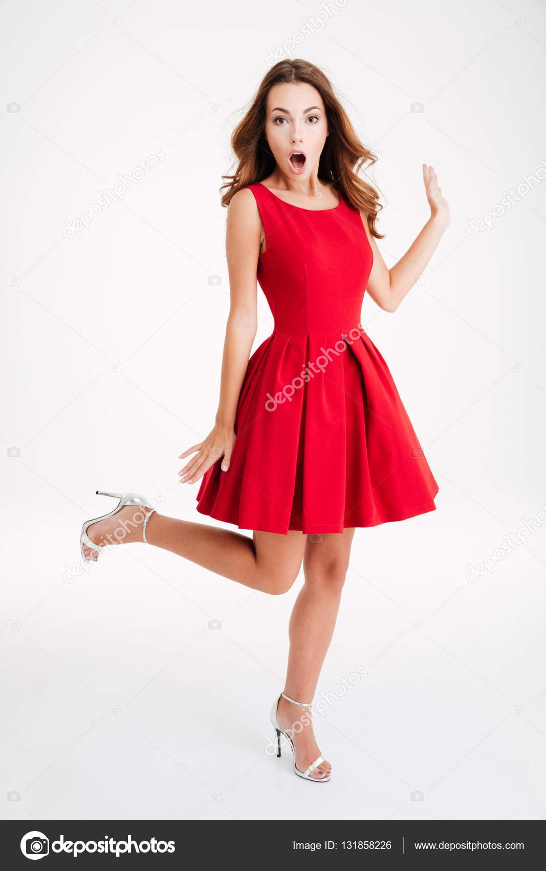 Mujer con vestido blanco mujer con vestido rojo
