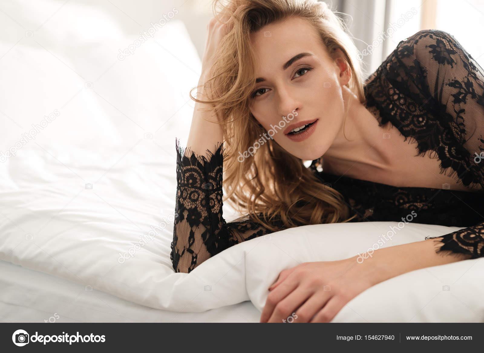krasivoe-foto-zhenshin-na-krovati-smotret-videoroliki-lesbiyanok-onlayn