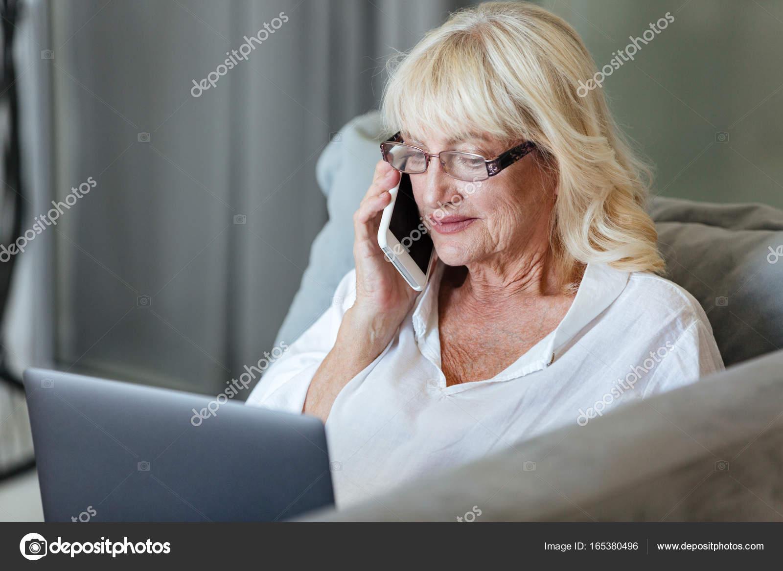 Женщина зрелая мобильный