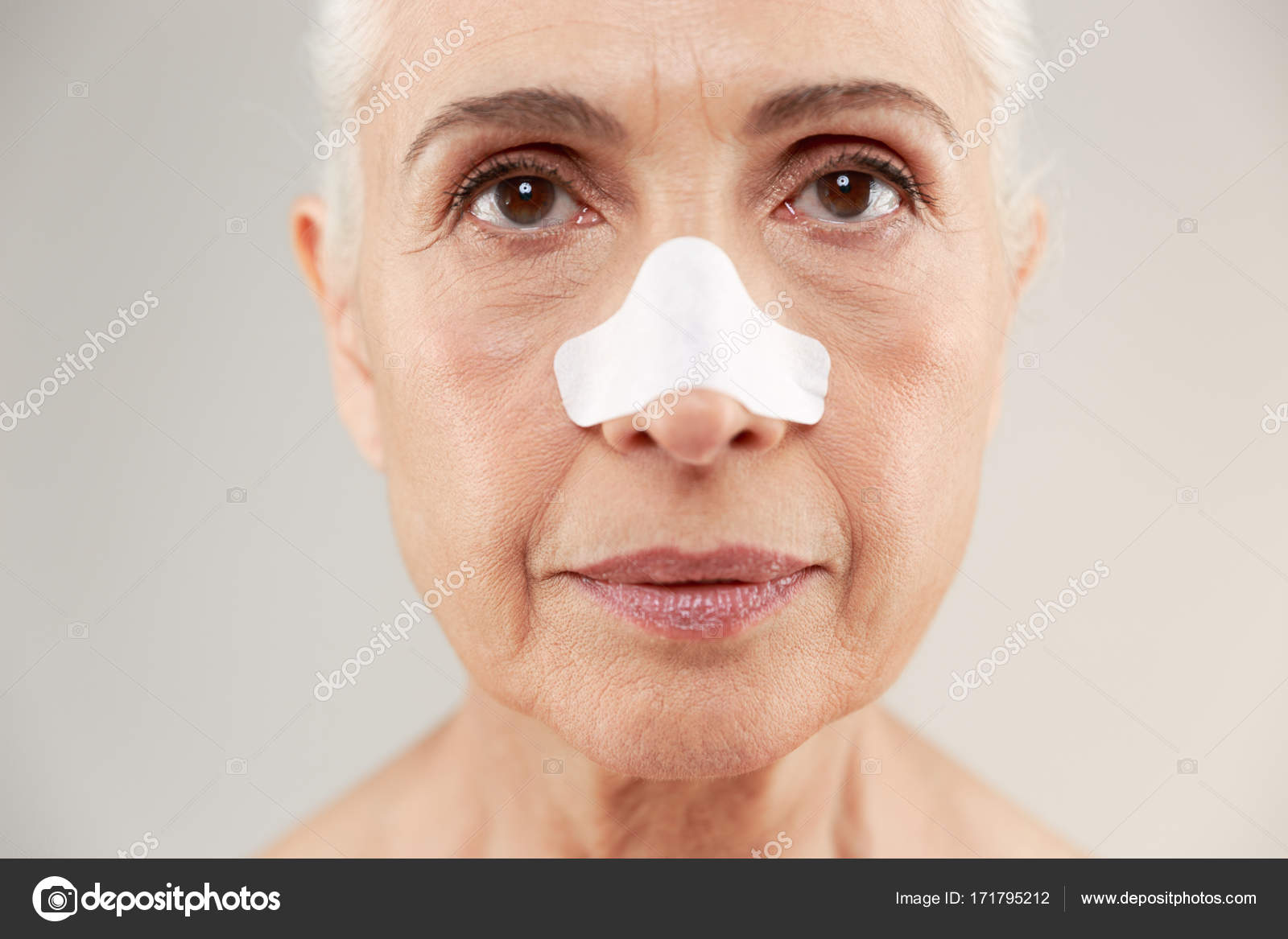 alte reife Gesichtsbehandlung