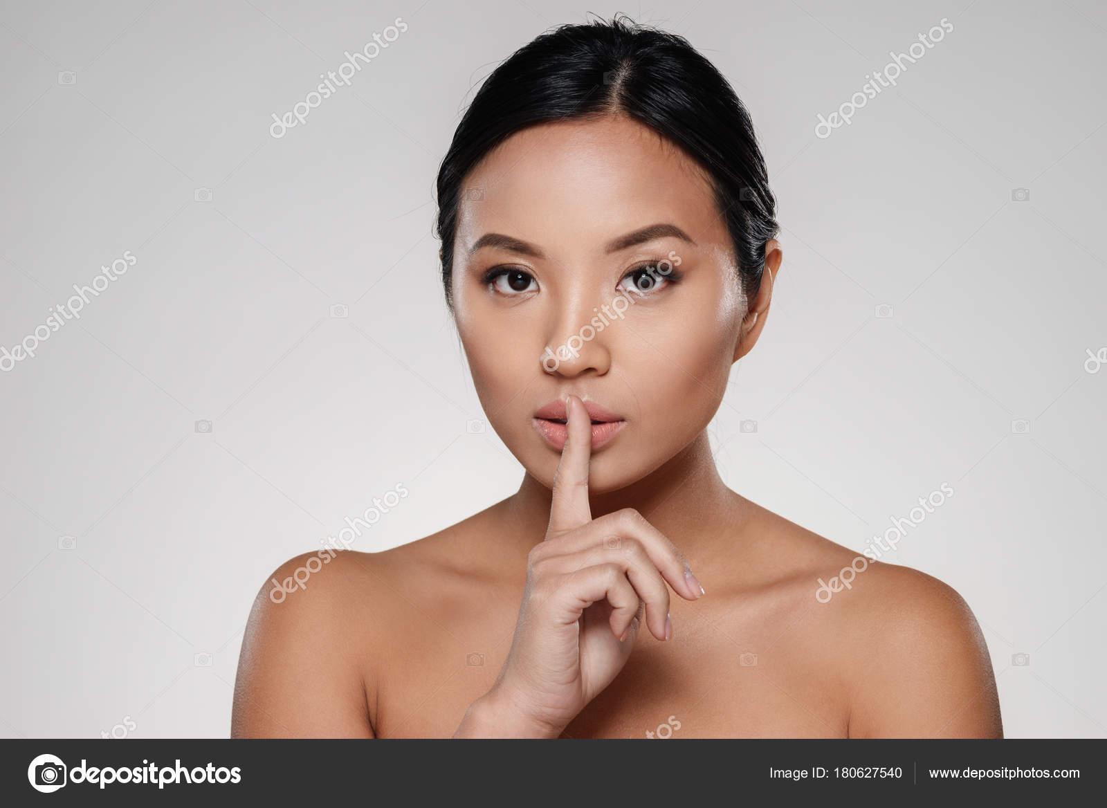 obrázok nahé dámy Lesbičky análny sex príbeh
